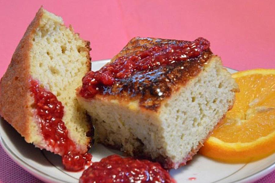 Le gâteau amande ricotta avec de la compote de framboise : un délice !