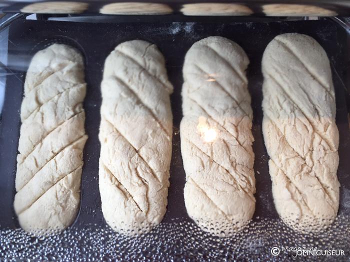 Les baguettes en cours de cuisson.
