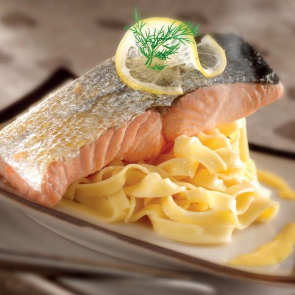 Recette pav de saumon l 39 unilat ral cr me citron curcuma magazine omnicuiseur - Comment cuisiner un pave de saumon ...