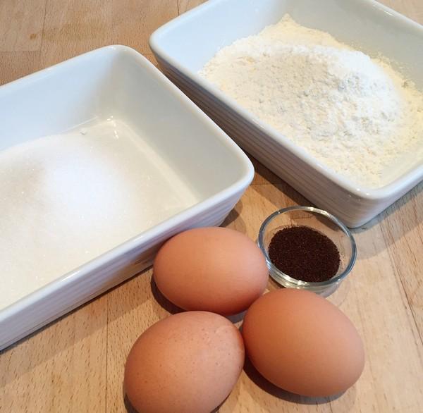 Ingrédients pour le biscuit de la bûche de Noël