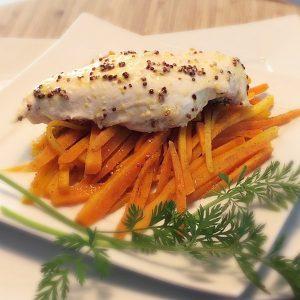 Plat combiné : blancs de poulet à la moutarde et julienne de carottes au cumin