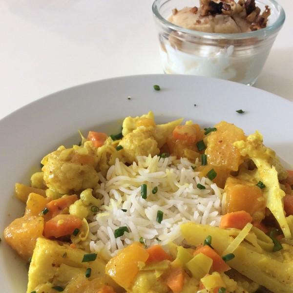 Plat combiné : curry de chou-fleur et pommes rôties