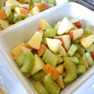 Étape 2 : épluchez et coupez les fruits