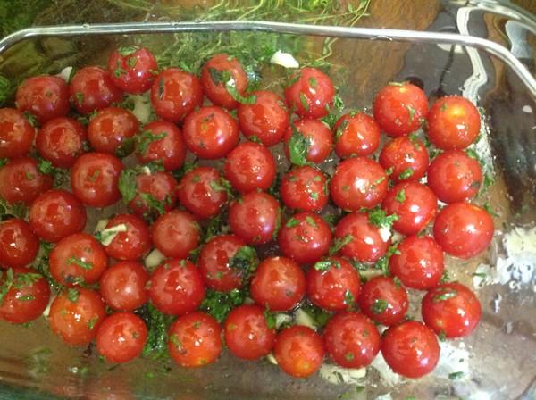 Les tomates avant cuisson aux infrarouges