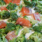 Étape 1 : mélangez le saumon, le brocoli et la pâte