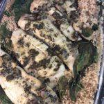 Étape 1 : faites mariner le poisson et posez-le quinoa