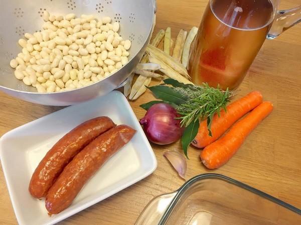 Les ingrédients de la recette des haricots coco à la saucisse fumée