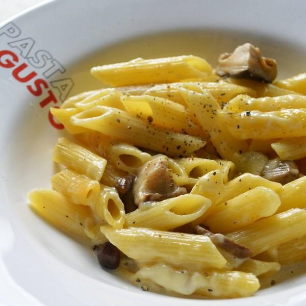 Des pastas à la crème et aux champignons