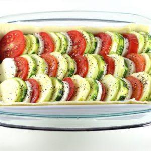 Mettez votre plat à tarte dans le grand moule et mettez en cuisson