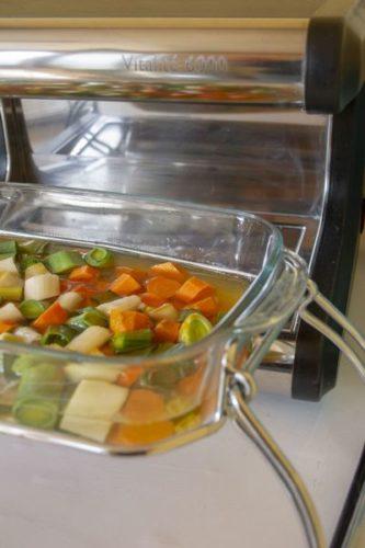 Une soupe de légumes à la vapeur