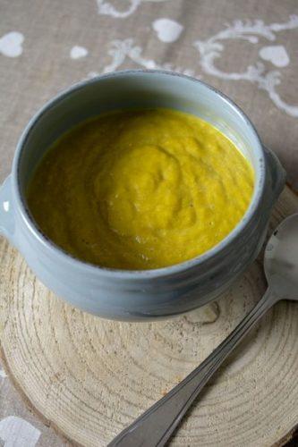 Une soupe de légumes vegan