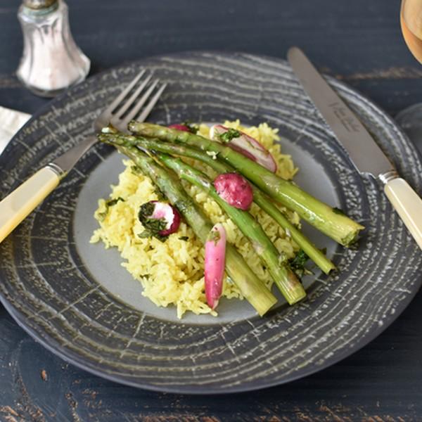 Les asperges et radis croquants, riz basmati à la cuisson vapeur douce