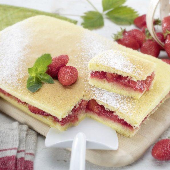 Un gâteau aux fraises à l'omnicuiseur